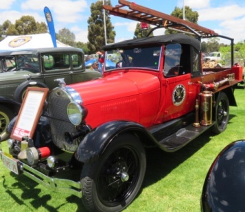 Ford Roadster Pickup @1929 made into a firetruck
