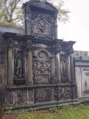 The details on this grave are very intricate